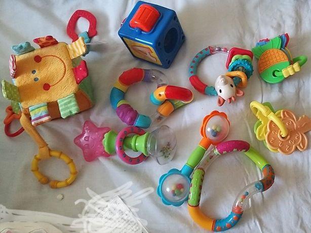 Zabawki niemowlęce grzechotki gryzaki zawieszki interaktywne sensorycz