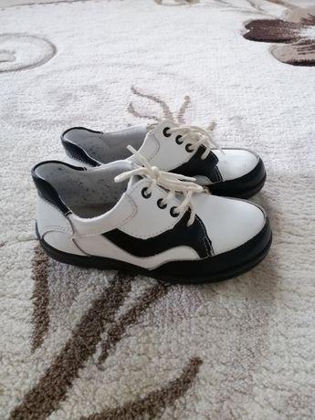 Шкіряні туфлі кеди