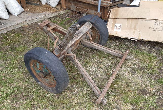 Stary wóz rolniczy- rozłożony na części lub same osie