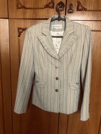 Костюм (юбка, брюки, пиджак, блуза)