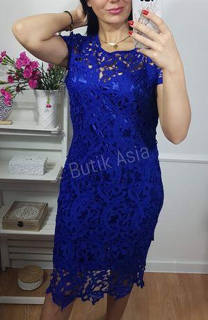 Sukienka chabrowa gipiura koronkowa 42/XL ołówkowa elegancka niebieska