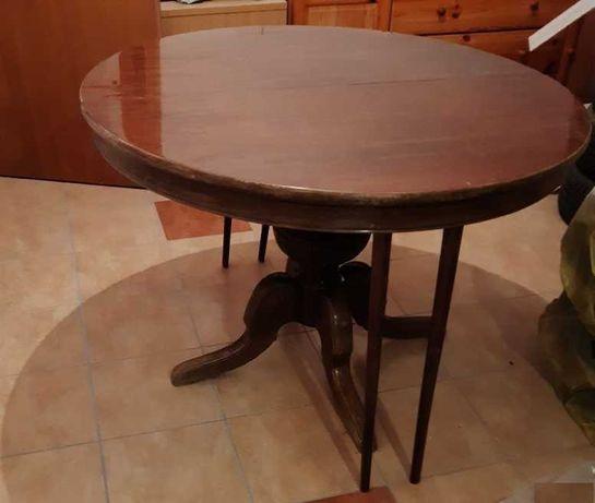 Stylowy, okrągły, rozkładany stół do jadalni.