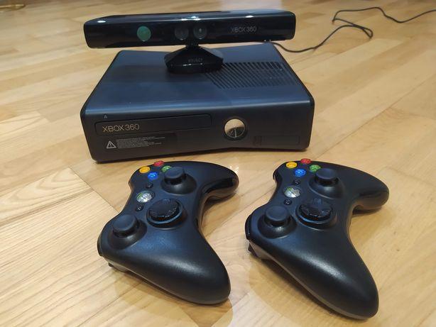 Xbox 360 z kinektem i dwoma padami