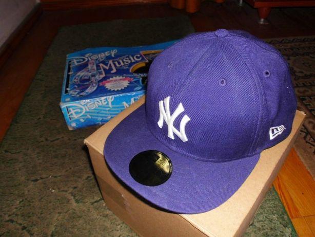 Dwie czapki z daszkiem New Era