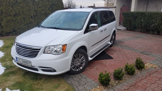 Chrysler Town and Country L 2014