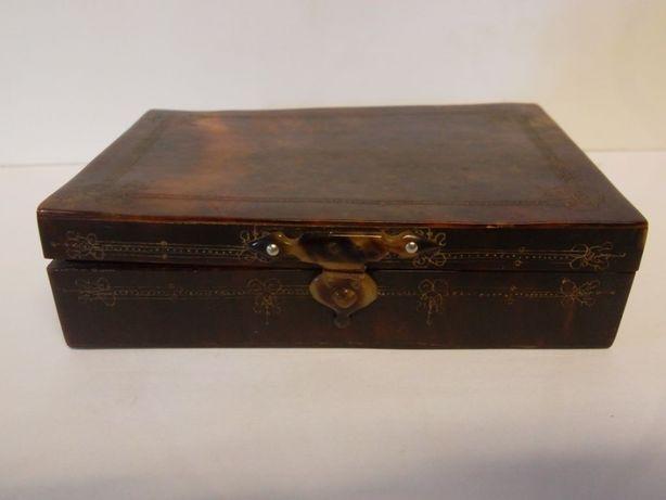 linda antiga caixa de rapé em tartaruga - gravada e assinada