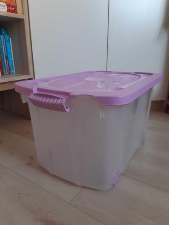 Pudło pojemnik na zabawki na kółkach z pokrywą