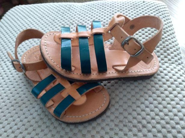 Skórzane sandałki 23