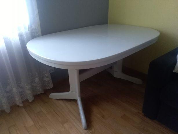 Drewniany rozkładany stół