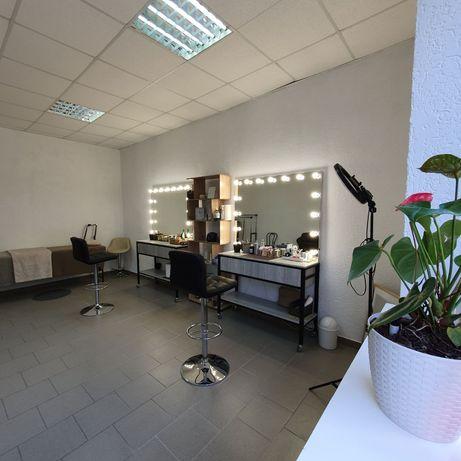 Место для мастера бровсита, визажиста, косметолога, наращивание ресниц