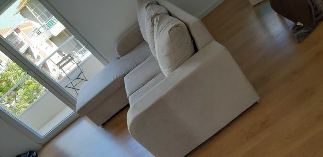 Sofá creme 3 lugares com chaise longue amovível (esquerda ou direita)