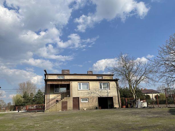 Dom z budynkami gospodarczymi - 2,5 km. od Piątku