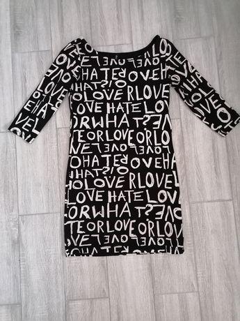 Sukienka z napisami
