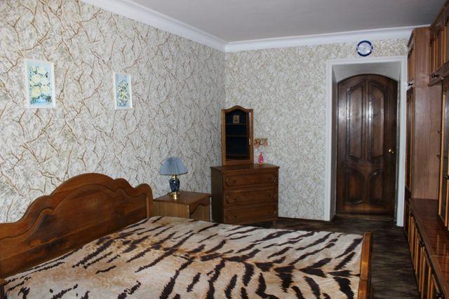 С 1.04 3-х-комнатная квартира с удобствами в центре (до лета)