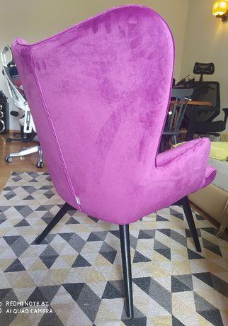 Fioletowy fotel z weluru. Kare Design