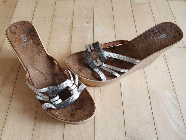Sandały na koturnie 37