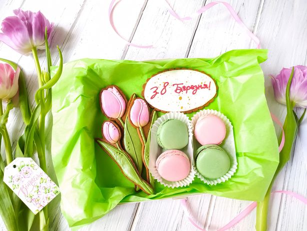 Сладкие наборы имбирного печенья, макарон,кейк-попсов эскимо к 8 марта