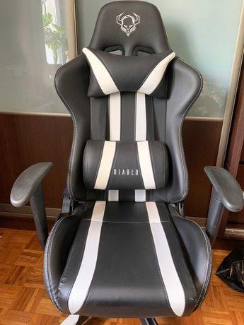 Fotel dla graczy Diablo X-One czarno-biały