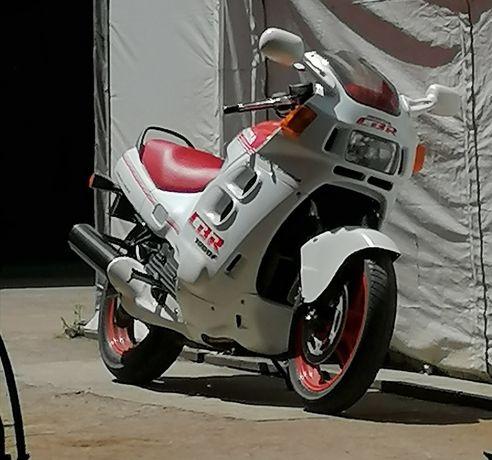 Honda CBR1000F SC21