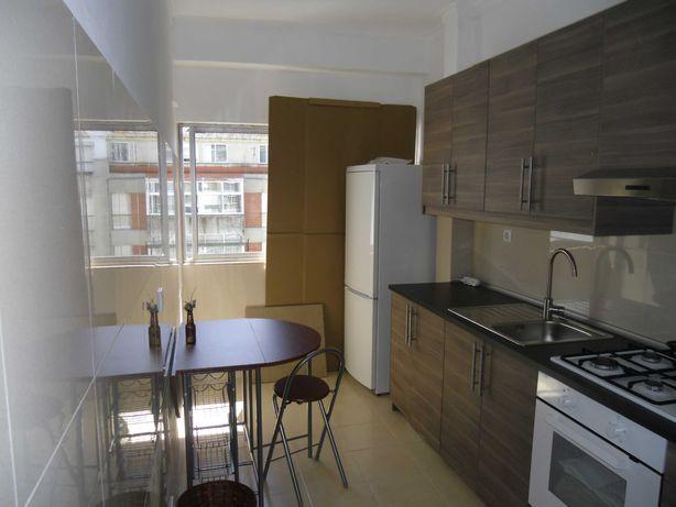 Arrenda-se apartamento com 2 quartos em S.Domingos de Benfica