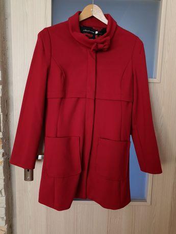 Płaszcz płaszczyk czerwony jesienny wiosenny stradivarius