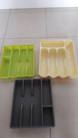 Лотки для столових приборів.