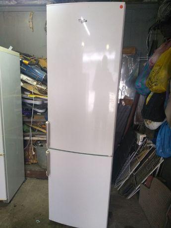 Продам двухкамерный холодильник Whirlpool