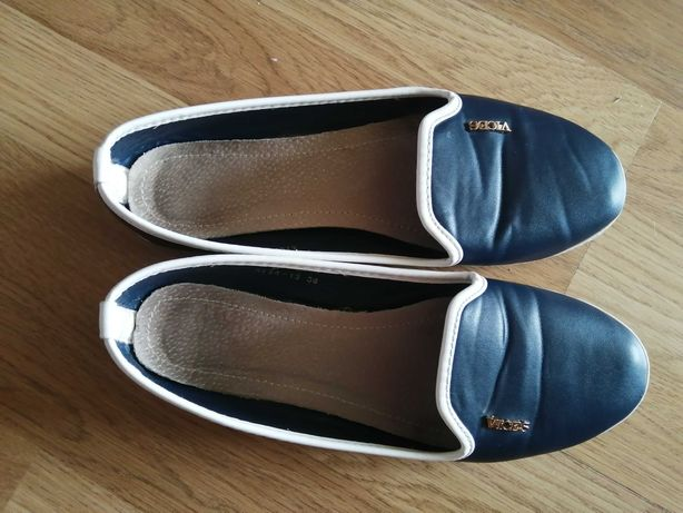 Взуття жіноче, туфлі, мокасіни, кеди,38 на 37позмір підходить