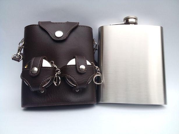 Фляга чистая под гравировку и складные стаканы в чехле сумке.