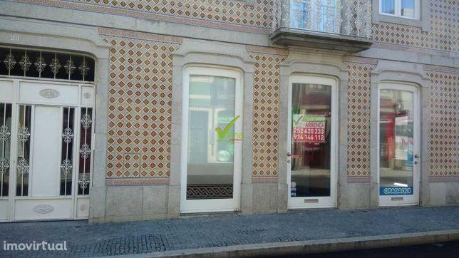 Excelente loja ao lado da estação de Metro e a 100m Praça do Almada