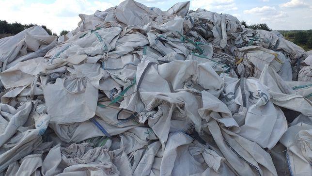 Zużyte, podarte worki big-bag, polipropylen
