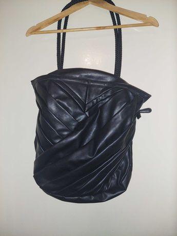 Duża czarna torebka na ramię