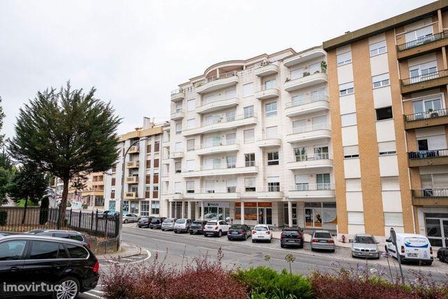 Apartamento T3 junto à Av. Marquês de Pombal