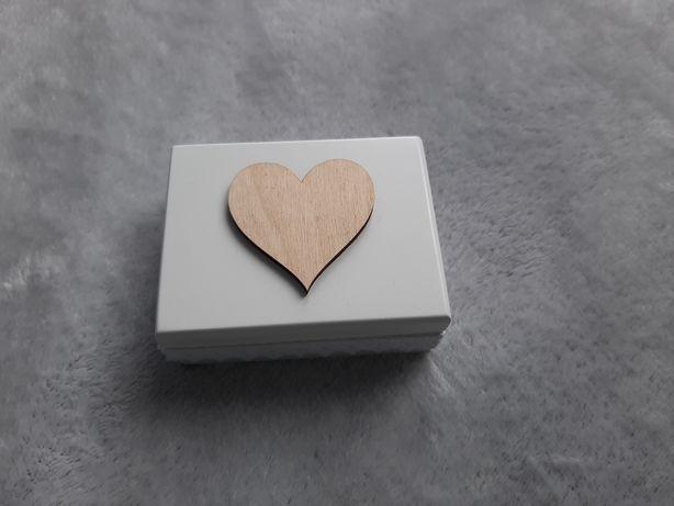 Pudełko na biżuterię lub obrączki