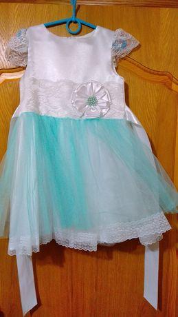 Нарядное платье на девочку на рост 110 - 116 см