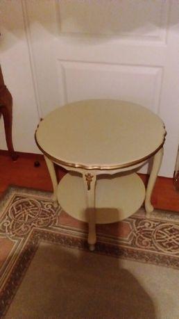 Stolik drewniany z półką
