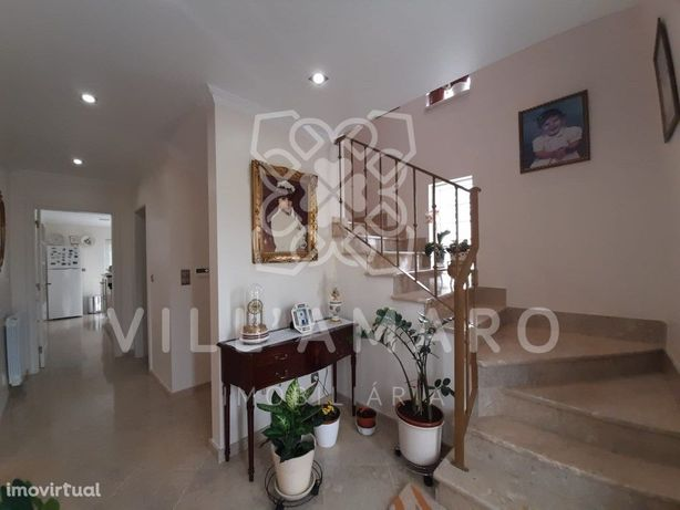 Moradia T3, excelentes áreas, cozinha equipada, 3 wc, gar...