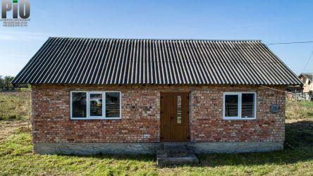 Продається невеликий цегляний житловий будинок