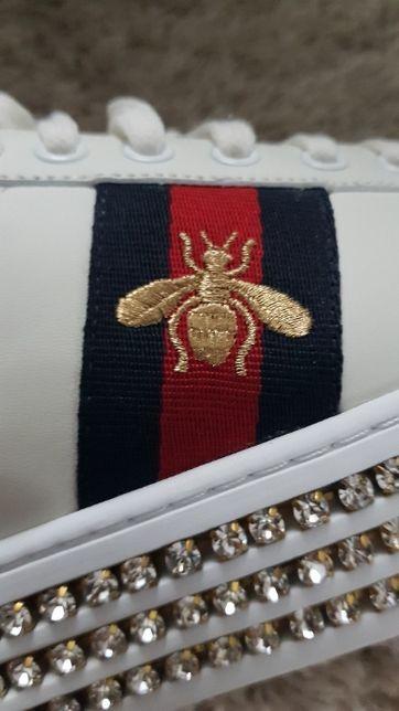 Sneakersy GUCCI Ace z kryształkami Swarovskiego