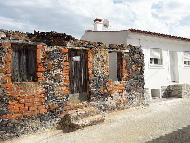 Castelo de Bode. Vende-se Casa Antiga para construção.