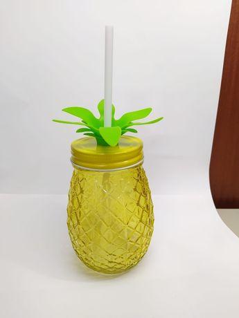Copos de vidro em forma de ananás