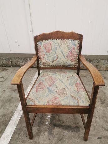 Piękny stary fotel