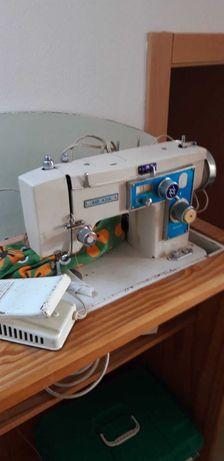Maquina Costura antiga em bom estado