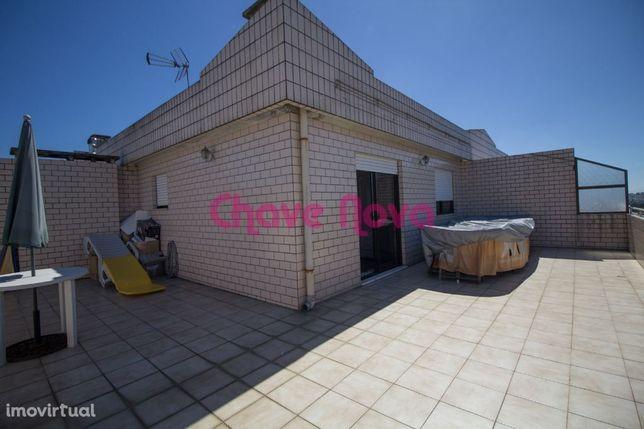 T3 Duplex Nogueira da Maia com exvelente terraço e lugar de garagem