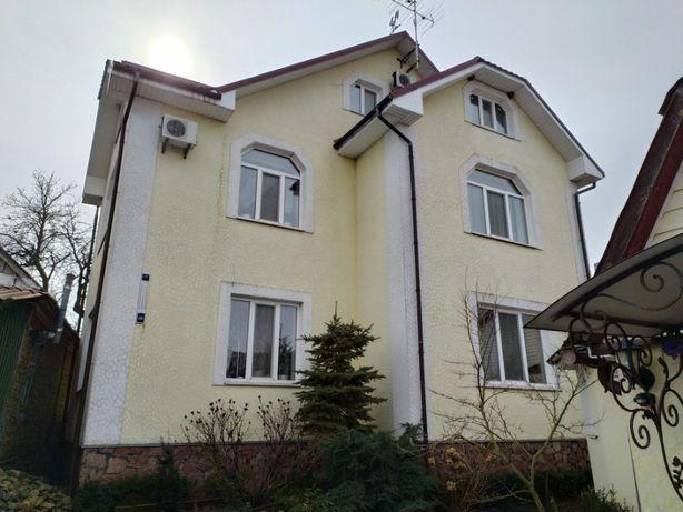Продам жилой,добротный дом и 69сот.земли в с.Небелица.От Киева 50км.