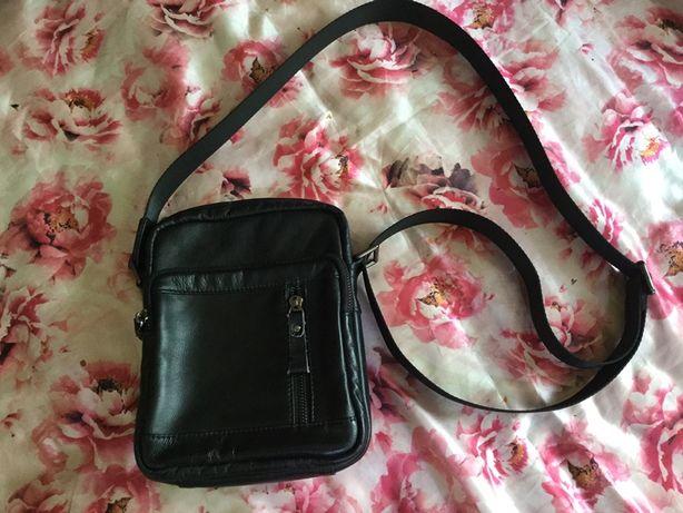 Новая мужская кожаная сумка. Чехия. Размер 23~18~7 см