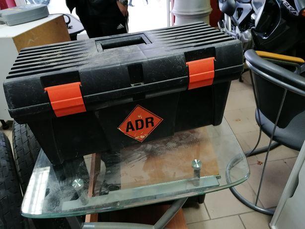 Skrzynka ADR z wyposażeniem