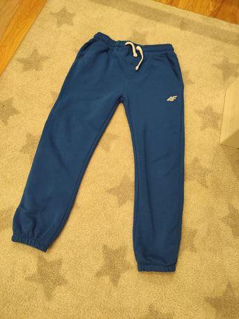 Spodnie dresowe chłopięce 4F,  rozmiar 134