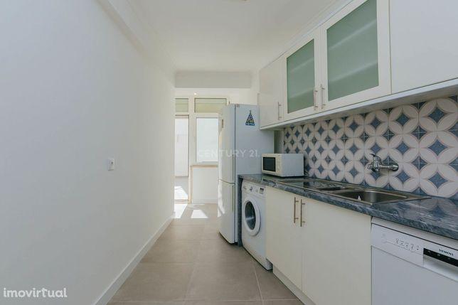 Apartamento com 70m2, 1 quarto e Terraço para Arrendar junto ao Metro