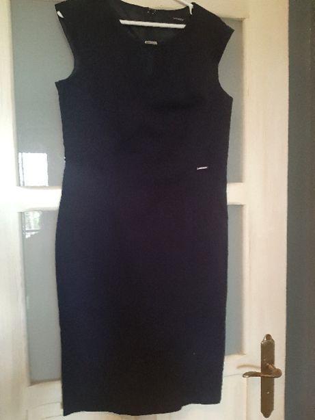 granatowa sukienka firmy Orsay